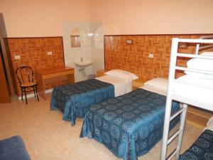 room9femaleDormBX (3)